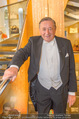 Lugner Kleidanprobe ohne Frau - Popp & Kretschmer - Sa 18.02.2017 - Richard LUGNER im Frack7