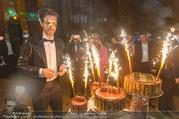 Michael Lameraner 40er - Park Hyatt - Sa 18.02.2017 - Michael LAMERANER mit Geburtstagstorte113