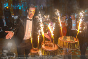 Michael Lameraner 40er - Park Hyatt - Sa 18.02.2017 - Michael LAMERANER mit Geburtstagstorte114