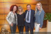 Goldie Hawn Ankunft - Flughafen und Grand Hotel - Di 21.02.2017 - Goldie HAWN, Richard und Christina LUGNER, Opernballprinzessin18