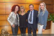 Goldie Hawn Ankunft - Flughafen und Grand Hotel - Di 21.02.2017 - Goldie HAWN, Richard und Christina LUGNER, Opernballprinzessin19