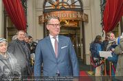 Goldie Hawn Ankunft - Flughafen und Grand Hotel - Di 21.02.2017 - Horst MAYER (Direktor)28