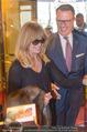 Goldie Hawn Ankunft - Flughafen und Grand Hotel - Di 21.02.2017 - Goldie HAWN, Horst MAYER44