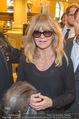 Goldie Hawn Ankunft - Flughafen und Grand Hotel - Di 21.02.2017 - Goldie HAWN48