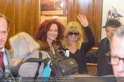 Goldie Hawn Ankunft - Flughafen und Grand Hotel - Di 21.02.2017 - Christina und Richard LUGNER, Goldie HAWN winkt50