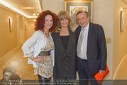 Goldie Hawn PK und Autogrammstunde - Lugner City - Mi 22.02.2017 - Christina und Richard LUGNER, Goldie HAWN3