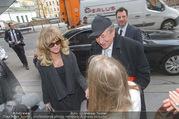 Goldie Hawn PK und Autogrammstunde - Lugner City - Mi 22.02.2017 - Goldie HAWN, Richard und Jacki Jacqueline LUGNER6