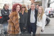 Goldie Hawn PK und Autogrammstunde - Lugner City - Mi 22.02.2017 - Goldie HAWN, Richard, Christina und Jacki Jacqueline LUGNER10