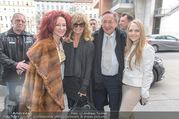 Goldie Hawn PK und Autogrammstunde - Lugner City - Mi 22.02.2017 - Goldie HAWN, Richard, Christina und Jacki Jacqueline LUGNER11