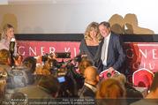 Goldie Hawn PK und Autogrammstunde - Lugner City - Mi 22.02.2017 - Goldie HAWN, Richard LUGNER im Blitzlichtgewitter27