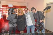 Goldie Hawn PK und Autogrammstunde - Lugner City - Mi 22.02.2017 - Goldie HAWN mit ATV Kamerateam30