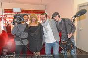 Goldie Hawn PK und Autogrammstunde - Lugner City - Mi 22.02.2017 - Goldie HAWN mit ATV Kamerateam31
