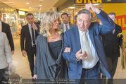 Goldie Hawn PK und Autogrammstunde - Lugner City - Mi 22.02.2017 - Goldie HAWN, Richard LUGNER schlendern durchs Einkaufszentrum37