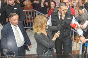 Goldie Hawn PK und Autogrammstunde - Lugner City - Mi 22.02.2017 - Goldie HAWN, Richard LUGNER schlendern durchs Einkaufszentrum42