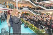 Goldie Hawn PK und Autogrammstunde - Lugner City - Mi 22.02.2017 - Goldie HAWN dirigiert die Deutschmeister54