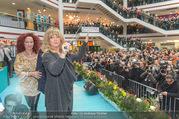 Goldie Hawn PK und Autogrammstunde - Lugner City - Mi 22.02.2017 - Goldie HAWN dirigiert die Deutschmeister55