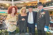 Goldie Hawn PK und Autogrammstunde - Lugner City - Mi 22.02.2017 - Goldie HAWN, Richard und Christina LUGNER, Deutschmeister64