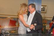 Goldie Hawn Fototermin - Grand Hotel - Do 23.02.2017 - Goldie HAWN, Richard LUGNER tanzen Walzer32