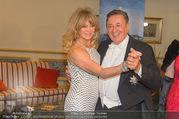 Goldie Hawn Fototermin - Grand Hotel - Do 23.02.2017 - Goldie HAWN, Richard LUGNER tanzen Walzer34