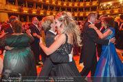 Opernball 2017 - Staatsoper - Do 23.02.2017 - Cathy LUGNER, Helmut WERNER beim Tanzen, Ballsaal250