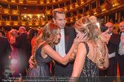 Opernball 2017 - Staatsoper - Do 23.02.2017 - Gina-Lisa LOHFINK, Florian WESS, Cathy LUGNER auf der Tanzfl�ch266