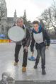 SuperFit Charity Eisstockschießen - Rathausplatz - Mi 08.03.2017 - Michael KONSEL mit Sohn Valentin1