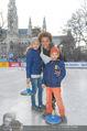 SuperFit Charity Eisstockschießen - Rathausplatz - Mi 08.03.2017 - Arabella KIESBAUER mit Kindern Nika und Neo10
