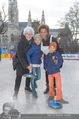 SuperFit Charity Eisstockschießen - Rathausplatz - Mi 08.03.2017 - Arabella KIESBAUER mit Kindern Nika und Neo, Mutter Hannelore12