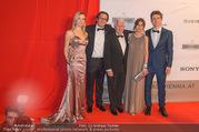 FIlmball Vienna 2017 - Rathaus - Fr 24.03.2017 - Familie Peter WECK mit Tochter Barbara und Sohn Philipp107