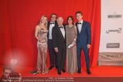 FIlmball Vienna 2017 - Rathaus - Fr 24.03.2017 - Familie Peter WECK mit Tochter Barbara und Sohn Philipp108