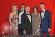 FIlmball Vienna 2017 - Rathaus - Fr 24.03.2017 - Familie Peter WECK mit Tochter Barbara und Sohn Philipp110