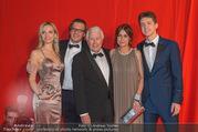 FIlmball Vienna 2017 - Rathaus - Fr 24.03.2017 - Familie Peter WECK mit Tochter Barbara und Sohn Philipp111