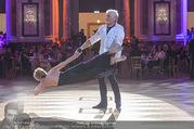 Dancer against Cancer Frühlingsball - Hofburg - Sa 25.03.2017 - Hans-Georg und Karin HEINKE bei Tanzauff�hrung139