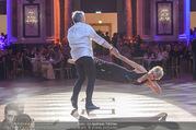Dancer against Cancer Frühlingsball - Hofburg - Sa 25.03.2017 - Hans-Georg und Karin HEINKE bei Tanzauff�hrung140