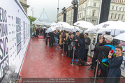 Amadeus Austria Music Awards 2017 - Volkstheater - Do 04.05.2017 - Regen am Red Carpet17
