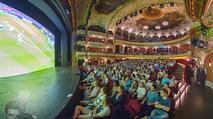 SKY Champions League Finale - Volkstheater - Sa 03.06.2017 - �bersichtsfoto Zuschauerraum Public Viewing Leinwand G�ste72