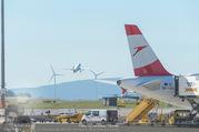 Lifeball Flieger Ankunft - Flughafen Wien Schwechat - Fr 09.06.2017 - Flugzeug, Landebahn, Ankunft, Abflug7