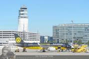 Lifeball Flieger Ankunft - Flughafen Wien Schwechat - Fr 09.06.2017 - BVB Borussia Dortmund Flugzeug vor dem Tower9