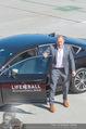 Lifeball Flieger Ankunft - Flughafen Wien Schwechat - Fr 09.06.2017 - 12