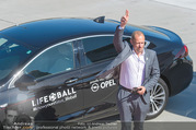 Lifeball Flieger Ankunft - Flughafen Wien Schwechat - Fr 09.06.2017 - 14