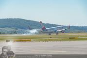 Lifeball Flieger Ankunft - Flughafen Wien Schwechat - Fr 09.06.2017 - Lifeball Flieger Ankunft Flugzeug, Landebahn, Ankunft19