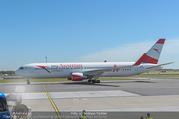 Lifeball Flieger Ankunft - Flughafen Wien Schwechat - Fr 09.06.2017 - Lifeball Flieger Ankunft Flugzeug, Landebahn, Ankunft21
