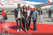 Lifeball Flieger Ankunft - Flughafen Wien Schwechat - Fr 09.06.2017 - Nyle DIMARCO, Dionne WARWICK, Gery KESZLER, Ute LEMPER39