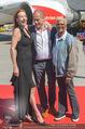 Lifeball Flieger Ankunft - Flughafen Wien Schwechat - Fr 09.06.2017 - Dionne WARWICK, Gery KESZLER, Ute LEMPER41