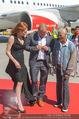 Lifeball Flieger Ankunft - Flughafen Wien Schwechat - Fr 09.06.2017 - Dionne WARWICK, Gery KESZLER, Ute LEMPER42