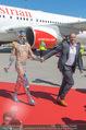 Lifeball Flieger Ankunft - Flughafen Wien Schwechat - Fr 09.06.2017 - Gery KESZLER mit Lifeball-Gast63