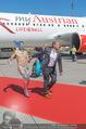 Lifeball Flieger Ankunft - Flughafen Wien Schwechat - Fr 09.06.2017 - Gery KESZLER mit Lifeball-Gast65