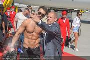 Lifeball Flieger Ankunft - Flughafen Wien Schwechat - Fr 09.06.2017 - Gery KESZLER mit Lifeball-Gast76
