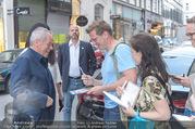 Rahimi Empfang - Palais Szechenyi - Fr 09.06.2017 - Wolfgang PUCK gibt Autogramme25
