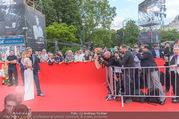 Lifeball - Red Carpet - Rathausplatz - Sa 10.06.2017 - Alfons HAIDER, Mirjam WEICHSELBRAUN vor Fotografen4